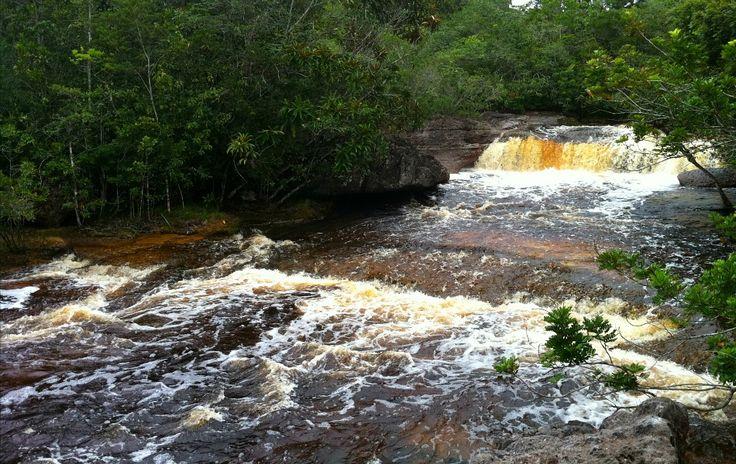 Cachoeira do Complexo Iracema Falls, em Presidente Figueiredo, estado do Amazonas, Brasil.  Fotografia: http://g1.globo.com