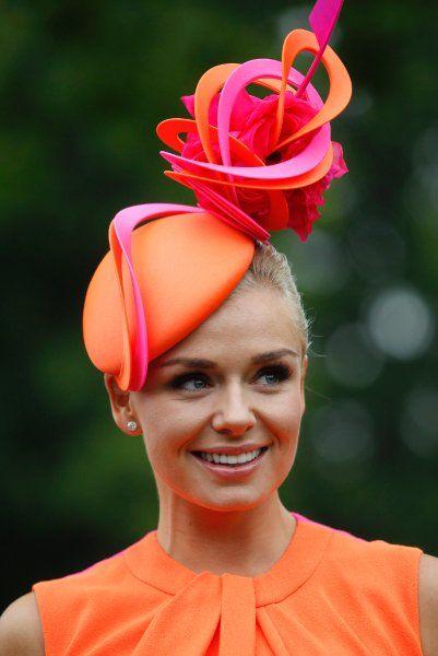 Diese Kopfbedeckung gilt in Ascot noch als halbwegs dezent: Die britische...                                                                                                                                                                                 Mehr