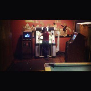 Lily at the Juke boxPrecious Cargo, Cargo Pub