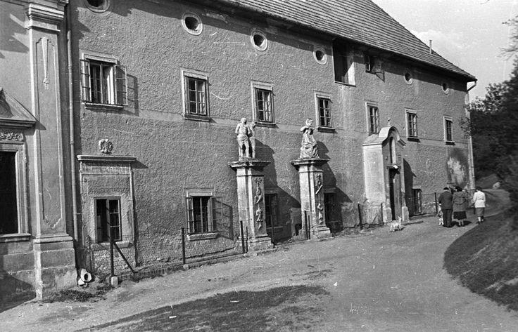 Kertváros. Sopronbánfalvi Pálos-karmelita kolostor. 1955