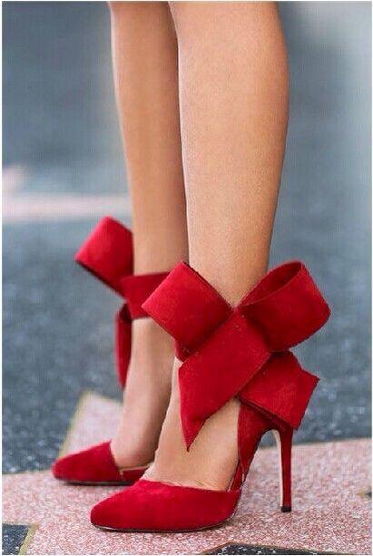 Zapatillas rojas con moño grande