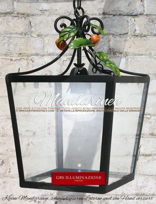 Viereckige Laterne mit Mandarinen | GBS Arte e Colore Kleine Mandarinen, schmiedeeiserne Laterne und von Hand verziert.  Für die Beleuchtung von Pavillon, Terrasse, Veranda oder Wintergarten, ist die quadratische Laterne mit Mandarinen auch die ideale Wahl für eine Küche im Landhausstil.