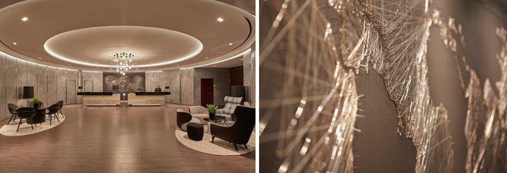 Gemütliche, inselartige Sitzarrangements, eine Bibliothek und zeitgenössische Kunst im neuen Hub untermauern das Wohlfühlflair und bieten den perfekten Rahmen zur Interaktion für Hotelgäste und Hamburger gleichermaßen. ||  #designedbyus #HotelCouture #weloveDesign #InteriorDesign