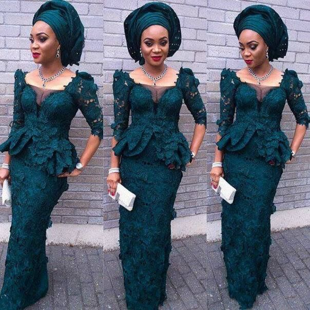Stunning from head to toe in this beautiful green cord lace and the ásó oké head tie, simply beautiful❤️❤️❤️❤️ #Fashion #style #cordlace #green #makeup #fashionista #stylish #photography #clutchbag #redlips #earrings #watch #accessories #asookegele #stunning #jewelry #neckpiece #Nigerianfashion #onpoint #fashionphotography #poised #poser #beautiful #elegance #bracelet #eyebrowsonfleek