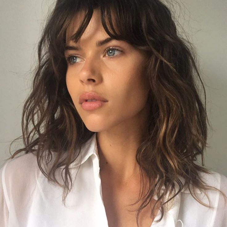 Georgia Fowler model-off-duty-beauty: wavy, medium-length hair with bangs