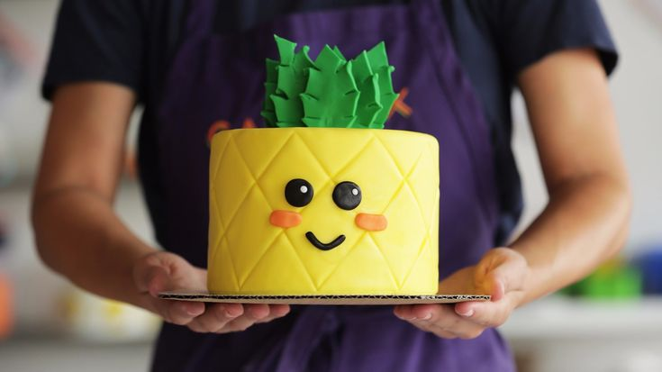 Watch This Cake Transform Into an Adorable Pineapple – Kendall Thornton