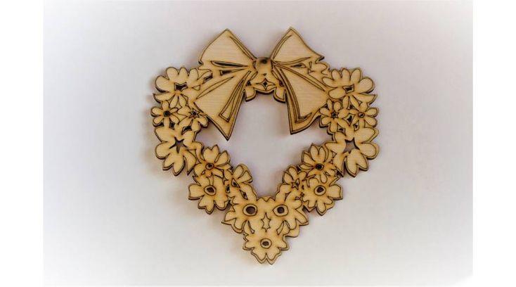 Szív alakú virágkoszorú ajtódísz - KreatívHobbyDekor webáruház