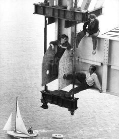 12 Curious Vintage Photos That Show People Who Weren't Afraid of Heights - ODDEE
