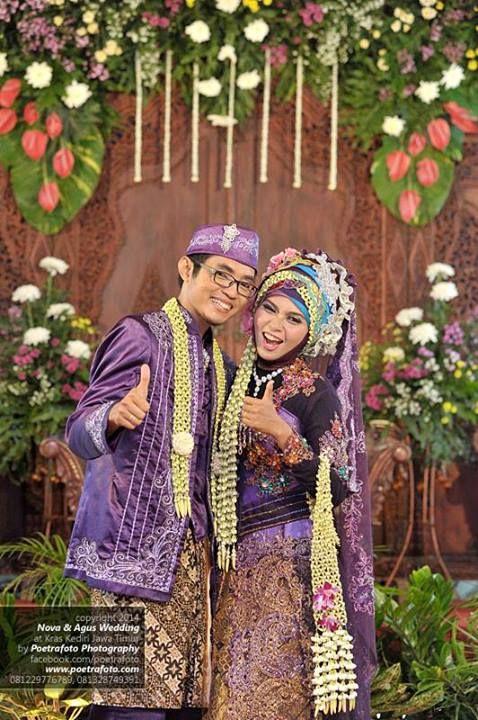 Muslim javanese wedding, Indonesia http://poetrafoto.wordpress.com/2014/05/01/17-foto-pengantin-dg-baju-gaun-kebaya-pengantin-muslim-jawa-modern/