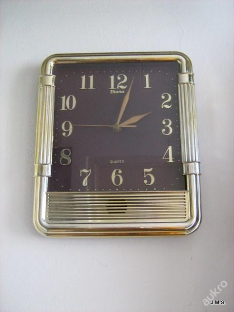 Moc hezké zlatavé hodiny Diana,funkční