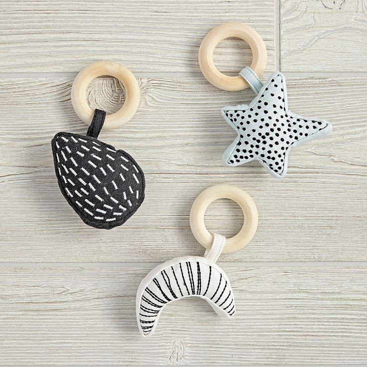 Cute rattle idea, would be an easy diy!