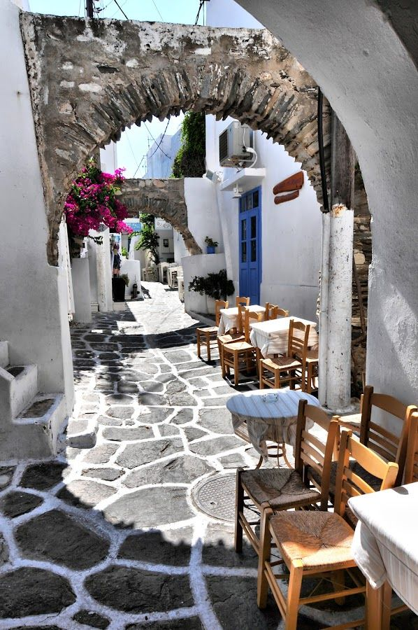 Street cafe, Naousa, Paros Greece ... I would be more than happy to spent my days here.