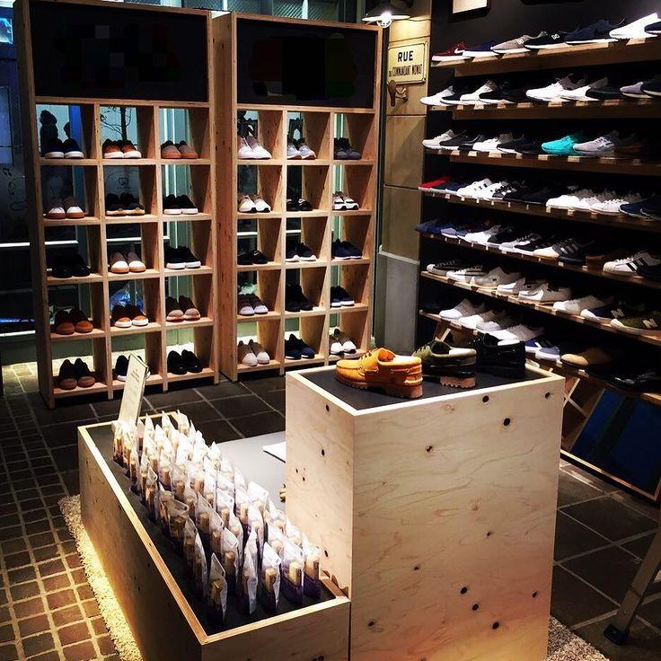 My Job / Completion!!! ラーチ合板で什器壁つくりましたとさ #家具 #インテリア #woodworking #woodworker #handmade #wooden #woodcraft #Furniture #Interior #wood #woodwork #Craftmen #CraftPride #madeinJapan #Maverick de tkc_maverick