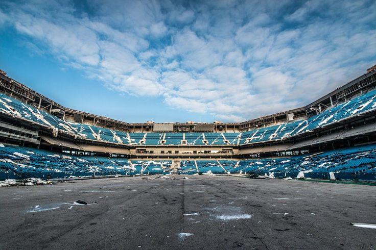 Abandoned NFL Stadium [1024x683] by /u/kenfagerdotcom