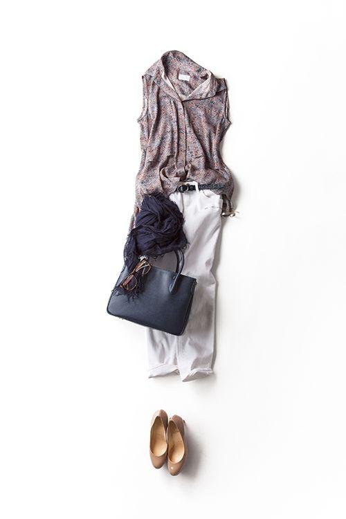 kk-closet | 2015-08-14 目指したいラフで女らしい感じのブラウススタイル いつものように、トップスの前の裾だけインするスタイル。上質なアイテムを、このくらいラフにさらっと着こなすバランスもいい。ホワイトデニムがエレガントで女らしく見えるのも新鮮。