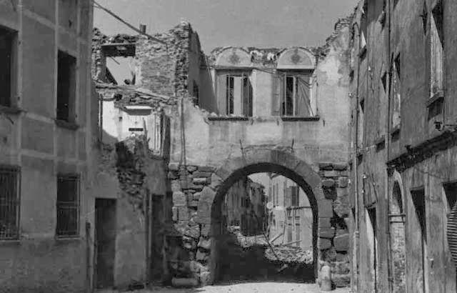 Rimini - Porta Montanara durante la II Guerra mondiale ... qui danneggiata, poi verrà distrutta