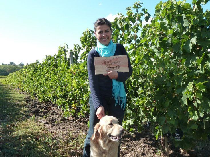 Nathalie sera ravie de vous recevoir pour une visite du vignoble du château Boutinet accompagné de son adorable chien. Il vous suffit de pour cela de réserver sur Wine Tour Booking. http://bordeaux.winetourbooking.com/fr/propriete/chateau-boutinet-31.html