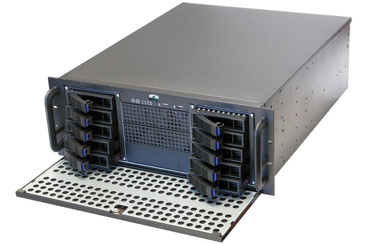 "RPC-450TH 4U Rackmount Server Case (3 x 5.25″ Drive Bays, 10 x 3.5″ Hot-Swappable SATA/SAS Drive Bays)   Supports 14/15 bays when you replace the 3 5.25"" with a 4in3 or 5in3 adapter.   14 would work very well with E5v4 motherboard, which supports 10 bays + 1 more minisas.  Then if you want more, I'd suggest switching to a 24 bay case.  