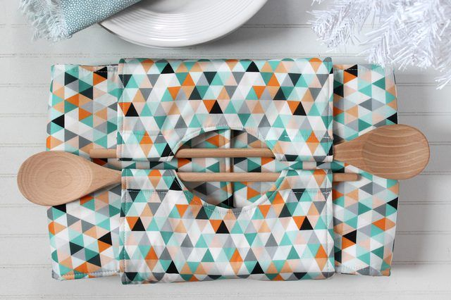 Walk into your next potluck carrying this insulated casserole carrier that you made yourself. You'll never arrive with a cold dish again!