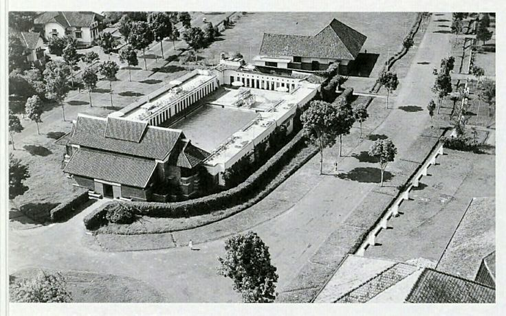 Zwembad Het Centrum in Bandoeng Noordoost circa 1937.