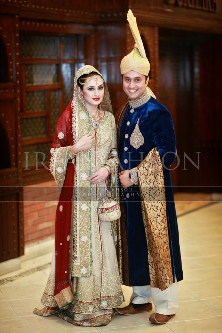 love the headpiece and groom's topi