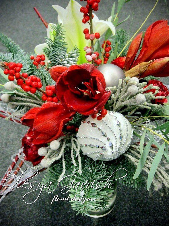 Зимний, новогодний подарочный букет на каркасе в форме звезды.