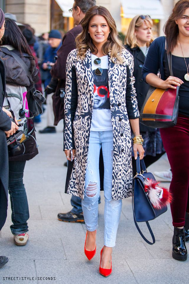 Helena Bordon, jeans in Paris: skinny, light blue or white, boyfriend and distressed