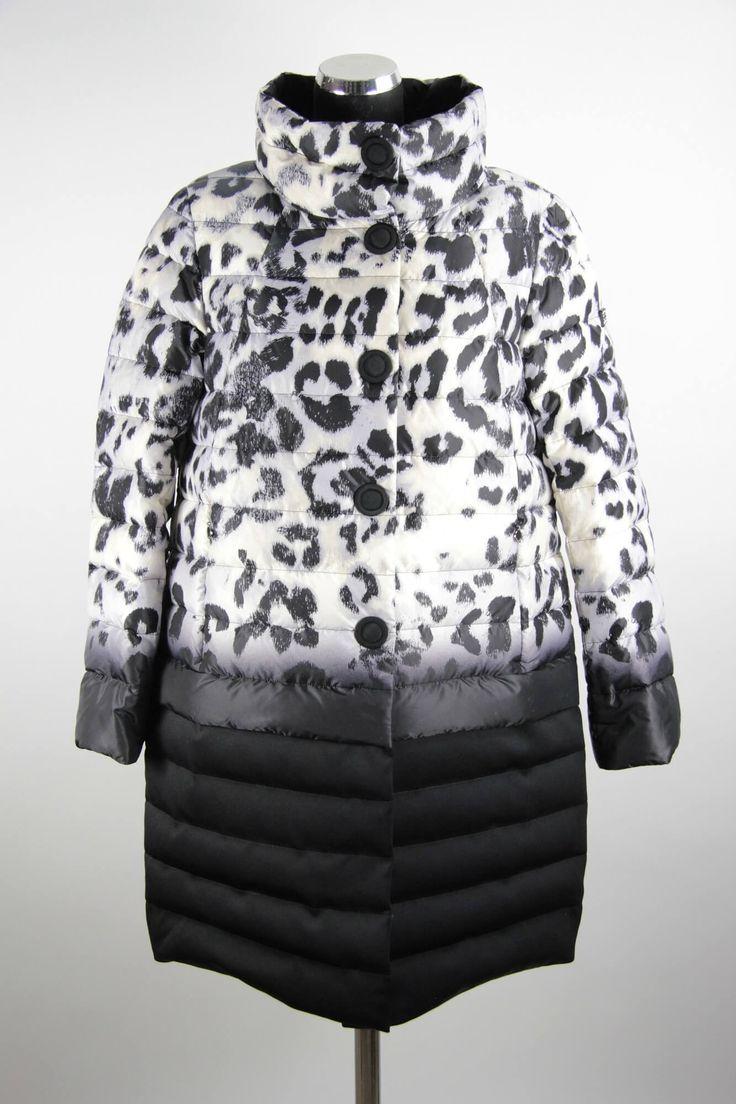 Женское зимнее пальто с утеплителем из высококачественного пуха от бреда Sinta Via. Принт: белый леопард. Прямой силуэт, тип застёжки - молния+кнопки. Длина пальто: 88 см. Утеплитель : 90% пух, 10% перо.