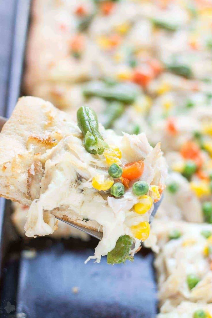 No one will be able to say no to Leftover Turkey Pot Pie Slab Pizza. Filled with extra cheese, vegetables and turkey, this pizza tastes exactly like a delicious pot pie! Perfect for game day, feeding a crowd and using up Thanksgiving leftovers! | Strawberry Blondie Kitchen