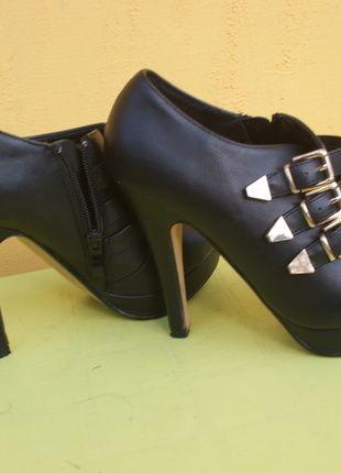 Kup mój przedmiot na #vintedpl http://www.vinted.pl/damskie-obuwie/botki/10277146-botki-czarne-szpilka-platforma-zamek