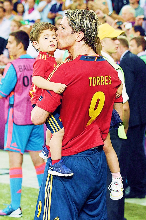 Fernando Torres with his son Leo.