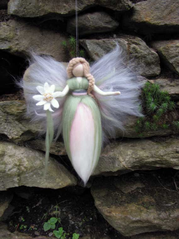 Hada de la flor, hada ADELE aguja de fieltro de lana, lana, Edelweiss, muñeca de hadas inspirado de Waldorf