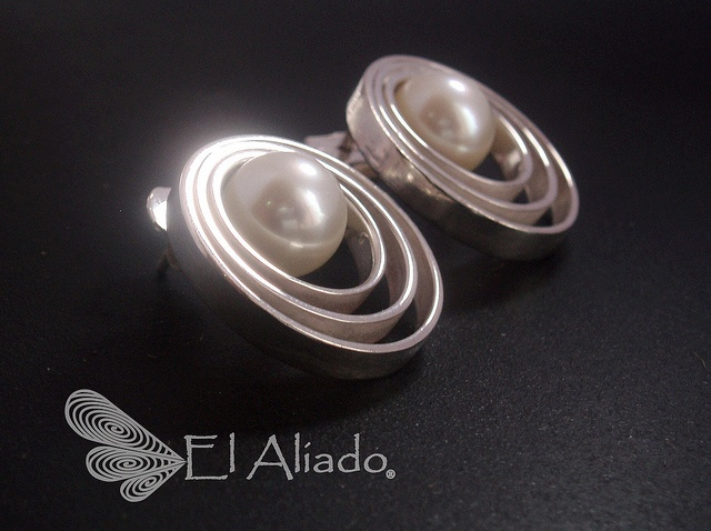 "Aretes ""Doppler""  © plata 950 y perla. by El Aliado, via Flickr"