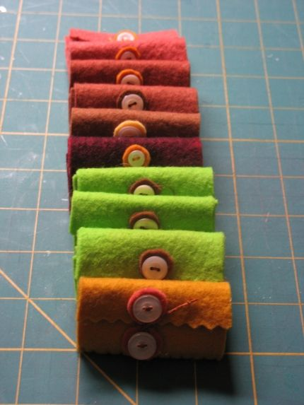 How to make a felt needle book. These are adorable. It might be fun to make little journal covers like this.