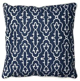 Mörkblå kudde med medaljong inspirerat sirligt mönster i vitt. Medina