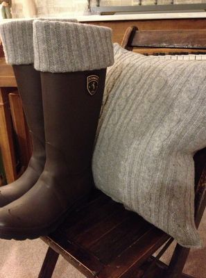 Super cute ways to use an old sweater: Pillow cover and rain boot 'socks'
