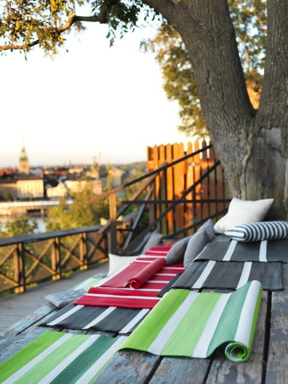 Kilim mon amour SOMMAR 2015 E RORHOLT DI IKEA Rivisitano il tema del kilim ma sono intessuti in filo di polipropilene colorato: i tappeti Sommar 2015 e Rorholt di Ikea misurano 75x200 cm. In tre colori.