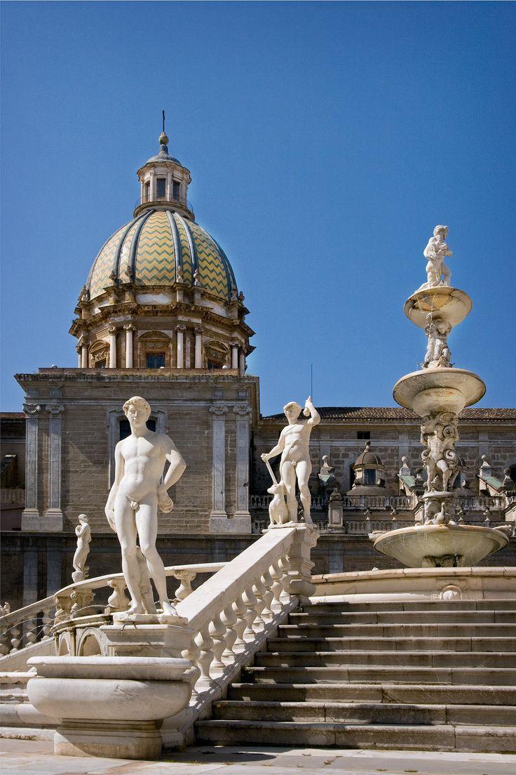 #Palermo - La Barbera Giuseppe - Nudi d'autore a Piazza Pretoria. Palermo - Artistic Nude at Piazza Pretoria. #Italy