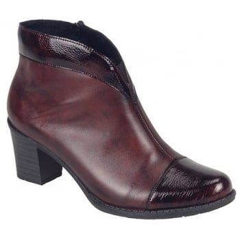Luxor is so typically Rieker. Styled to look stunning and feel comfortable with its superb supple leather uppers. Textile lining and inside zip for ease of entry. These ladies Burgundy/Burgundy patent Boots are a stylish addition to your autumn wardrobe. http://www.marshallshoes.co.uk/womens-c2/rieker-womens-luxor-two-tone-burgundy-burgundy-patent-ankle-boot-z7664-35-p3912