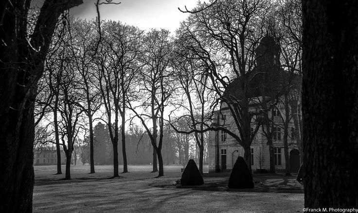 """Château de Richelieu. Le parc, le pavillon du manège et le """"petit château"""", 2015. Photo: Frank M."""