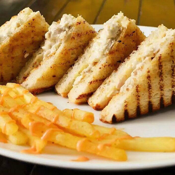 #chickenmayo #sandwich #punefoodies #punefoodbloggersguild #bannerfoods #pashn #cafeholicpune