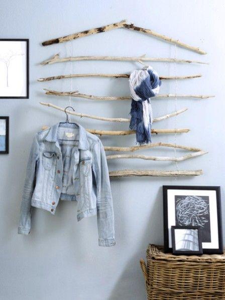 Diese Garderobe macht Lust auf die schönste Zeit des Jahres. Mit wenigen Handgriffen und dieser Anleitung kann sie schon bald in Ihrem Flur hängen.