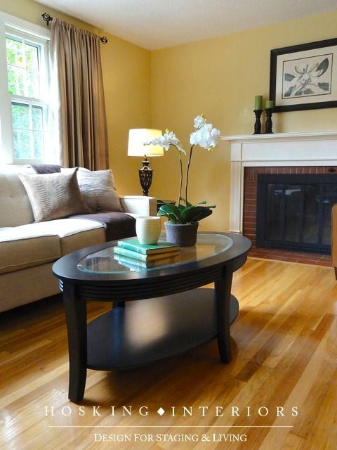 VACANT LIVING ROOM Staging: sold in 6 days with 4 offers