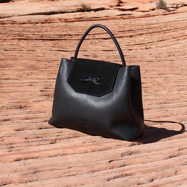 www.bydansti.com✨ #bydansti #bag #bags #veske #bow #sløyfe #leather #skinn #redmountain #travel #usa #nationalpark #style #fashion #scandinaviandesign #scandinavianstyle #onlinestore #julegave #loveit #blog #blogg #blogger #picoftheday
