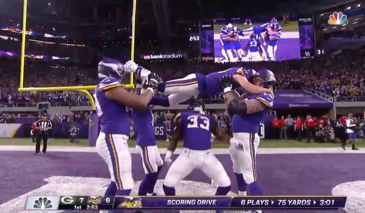 Watch Vikings Break Out Limbo Celebration vs. Packers on