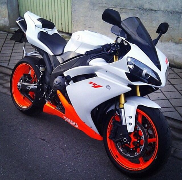 R1 Such a beauty