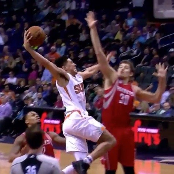Devin Booker With The Poster! #hoopmixtaped