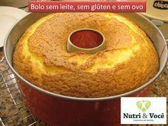 Bolo sem leite, sem glúten e sem ovo  Ingredientes:   200 ml de suco de laranja;   1/2 copo (200 ml) de óleo;   1 copo cheio (200 ml) de açúcar;   1 pitada de sal;   2 copos e 1/2 (200 ml) de farinha de arroz;   1 colher de sopa bem cheia de fermento em pó;   1 colher de café de farinha de linhaça (ela substitui o ovo).     Modo de Preparo:   Bata todos os ingredientes no liquidificador;  Coloque em uma forma untada com óleo. Leve ao forno médio, pré-aquecido, por cerca de 40 minutos. 8…