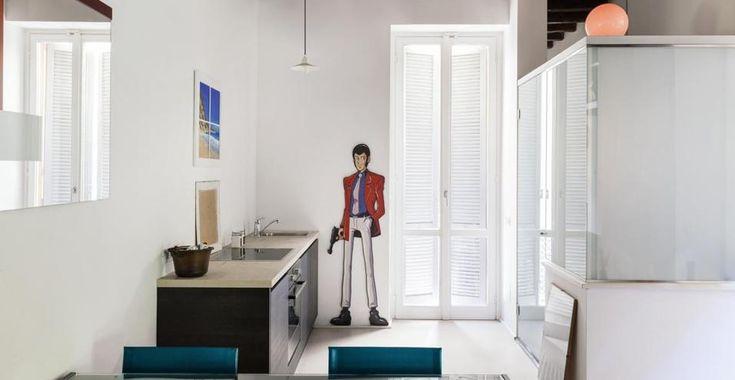 Bianco ottico e note pop per una casa da single a Milano. Un vero rifugio glam nel cuore di Brera.