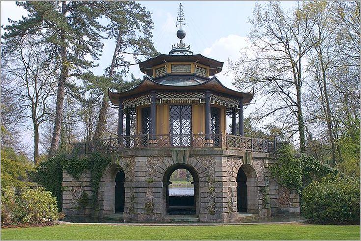 Pavillon Chinois du parc Cassan (Chinese Pavilion of Cassan Park), Isle-Adam, France